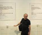 Юрий Альберт на фоне своей работы «Moscow Poll» © Валерий Леденёв