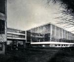 Вальтер Гропиус. Здание Баухауз в Дессау. 1926. Фотография Л. Мохой. Stiftung Bauhaus Dessau