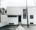 Вальтер Гропиус. Собственный дом в поселке мастеров. 1926. Фотография Л. Мохой. Stiftung Bauhaus Dessau