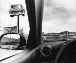 Ли Фридландер. Монтана, 2008. Серебряно желатиновая печать. Из «Америка. Взгляд из машины» © Lee Friedlander, courtesy Fraenkel Gallery, San Francisco / Предоставлено Мультимедиа Арт Музеем