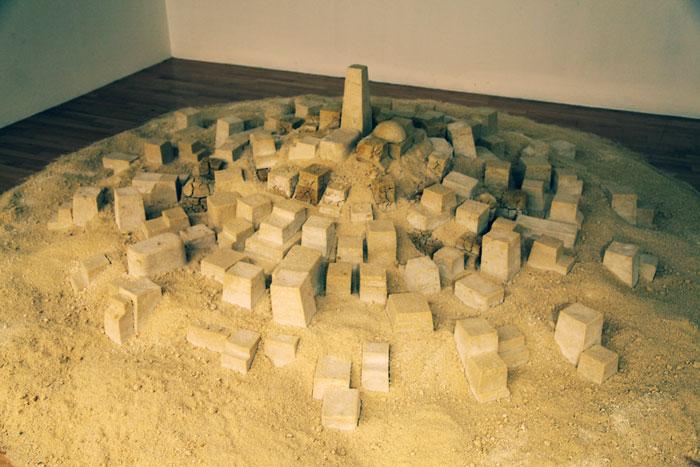 Кадер Аттиа. Нефть и сахар. 2007 © Фото: Андрей Шенталь
