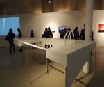 Расставленные по залу объекты визуализируют динамические усилия пространственных связей © Сергей Хачатуров