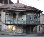 Типичное здание в центре Тбилиси © Фото: Андрей Шенталь