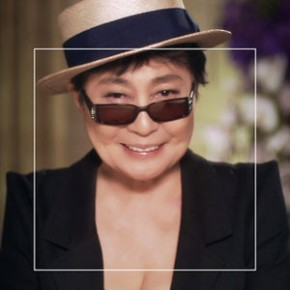 Йоко Оно просит улыбаться