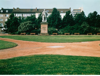 Уолтер де Мария. Вертикальный километр. 1977 © Dia Art Foundation. Photo: Nic Tenwiggenhorn